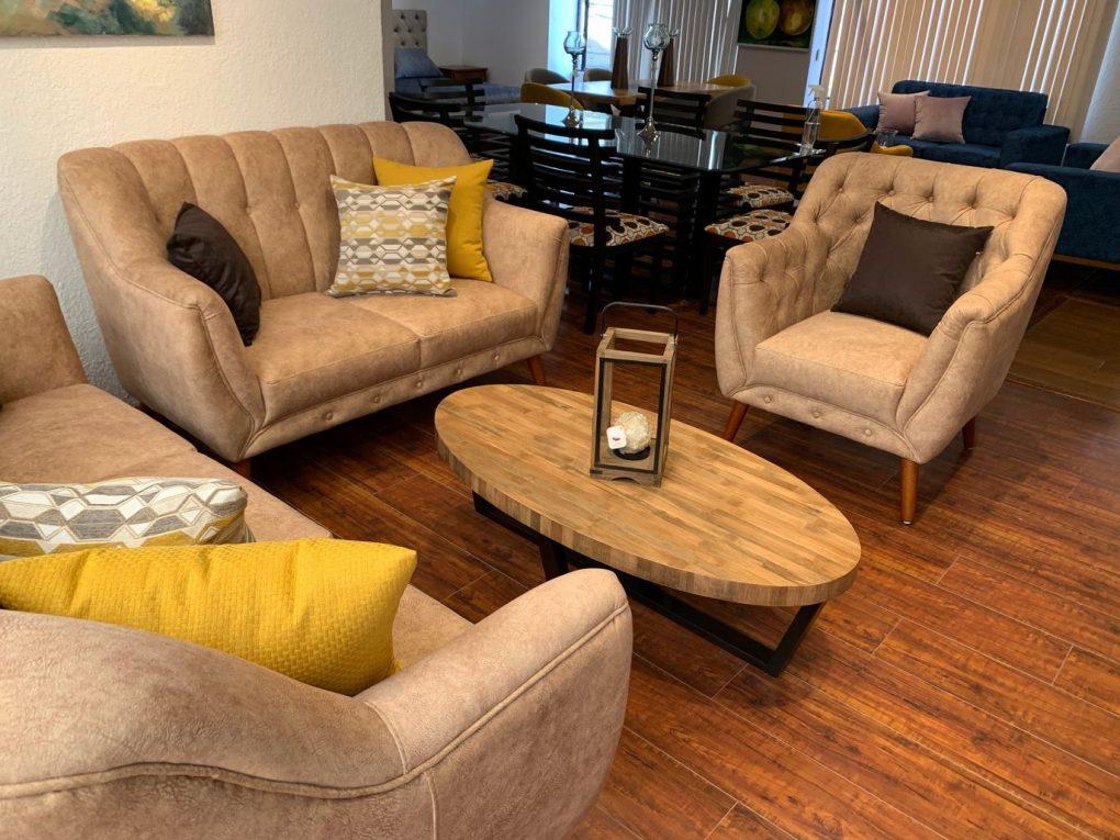 Sala estilo nórdico de color beige, patas de madera sólida de seikeSala estilo nórdico de color abano, patas de madera sólida de seike