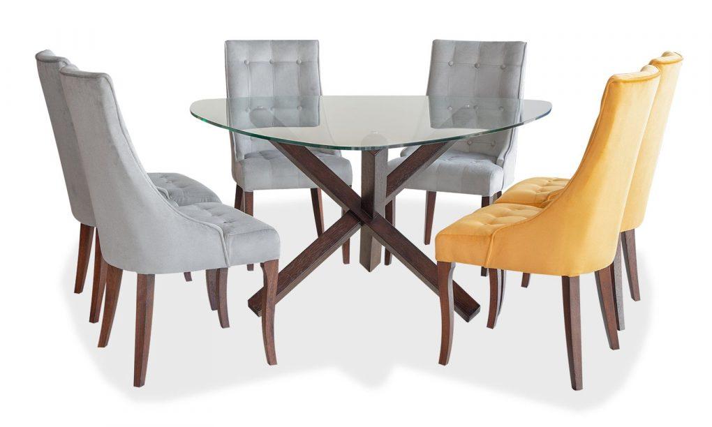 Comedor en madera sólida de seike color wengué con tablero de vidrio; sillas tapizadas con un elegante espaldar capitoneado