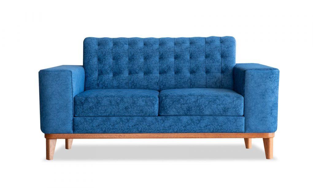 Sofá doble azul con patas de madera de seike color miel